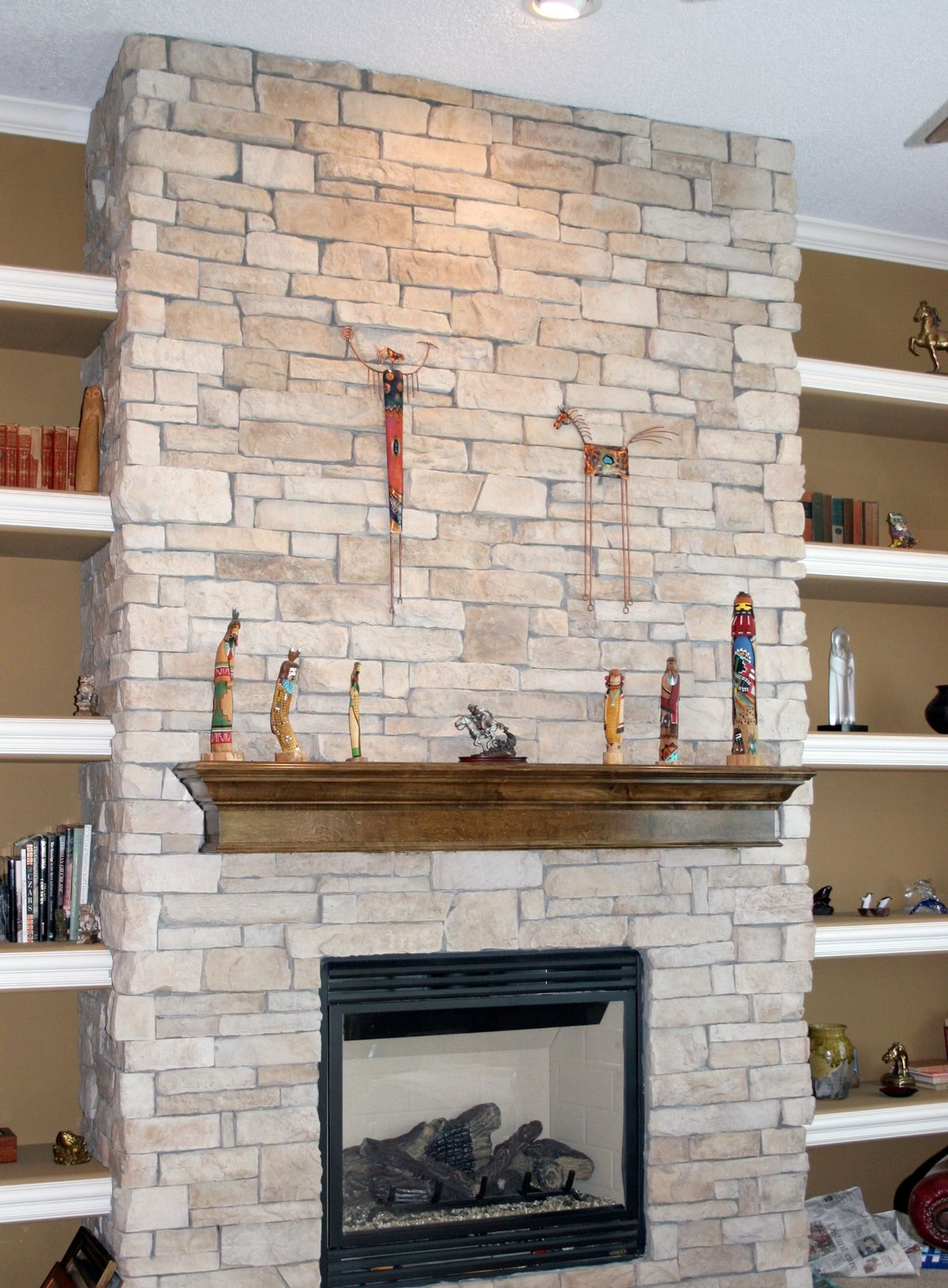 CANYON-LEDGE-TEXAS-CREAM-stone-fireplace-ideas-stone-walls.jpg ...