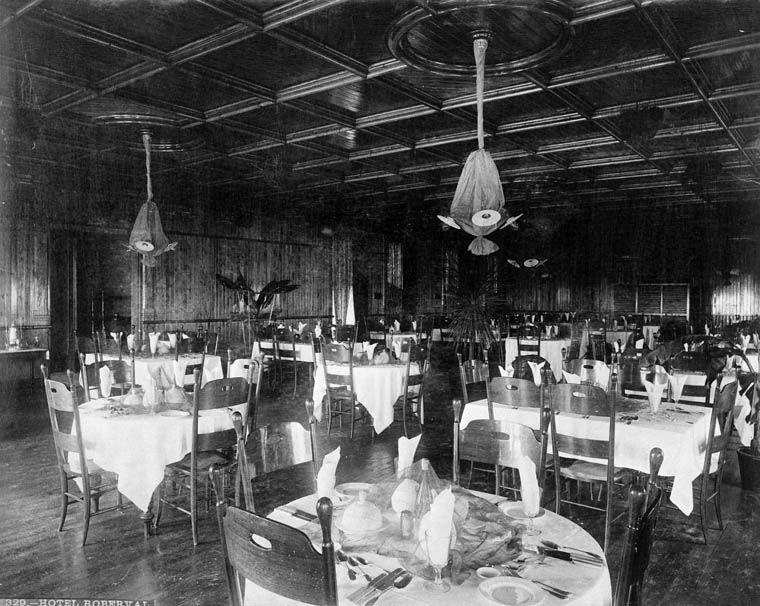 Hôtel Roberval ( Salle a Dîner)