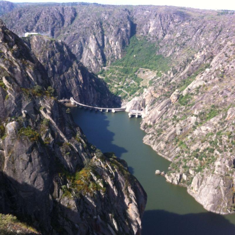 Esta es la foto del río Duero de Alonso del Río de 3ºB. Es una foto de los Arribes del Duero sacada desde el mirador del Fraile en Aldeadavila.