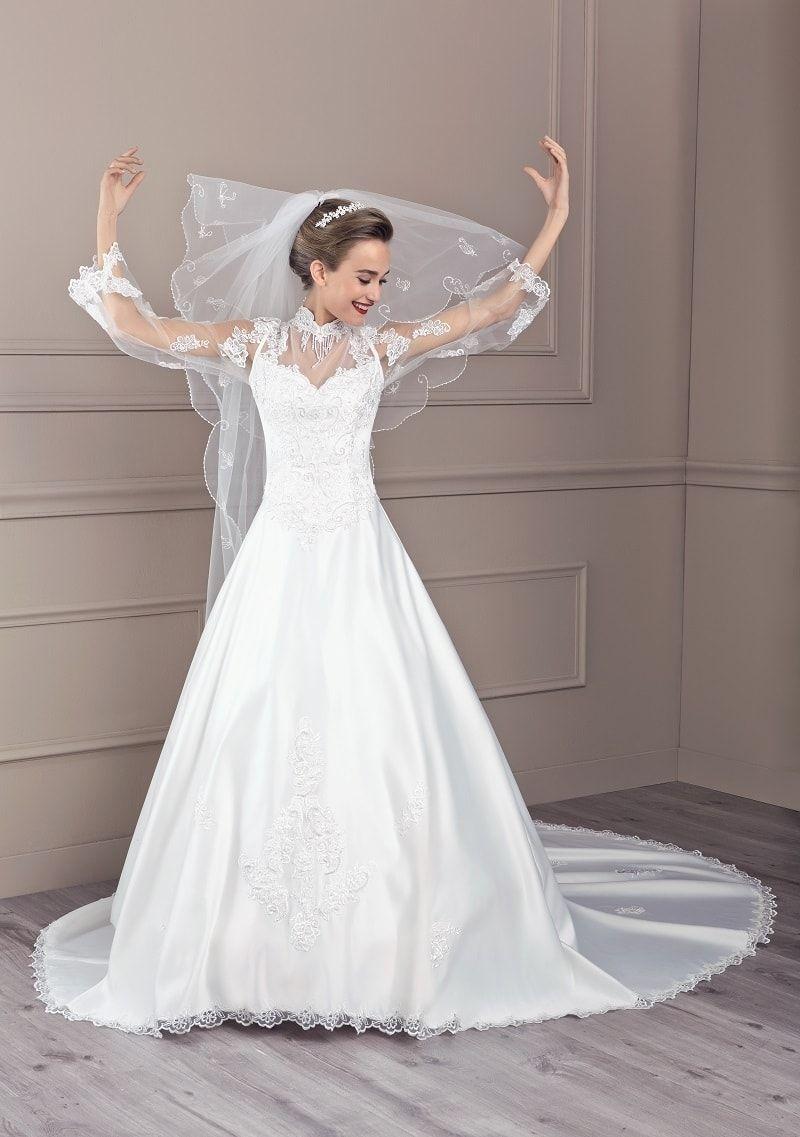 Robe de mariée création Tati Mariage modèle Berlioz, collection dans la  nouvelle collection catalogue robe de mariage proposée par Espace Mariage.