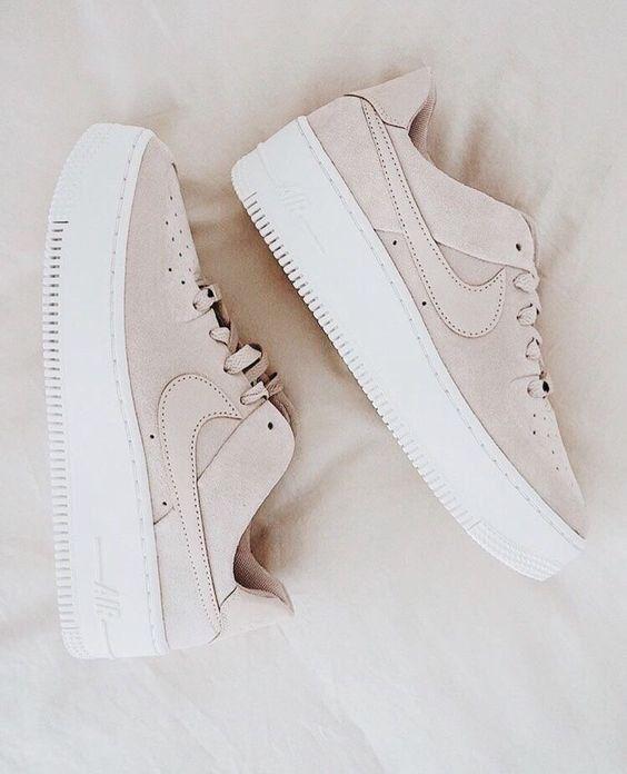 Schuhe | Turnschuhe | Beige Turnschuhe | Nike | Plateauschuhe | Im Trend | Neutr…