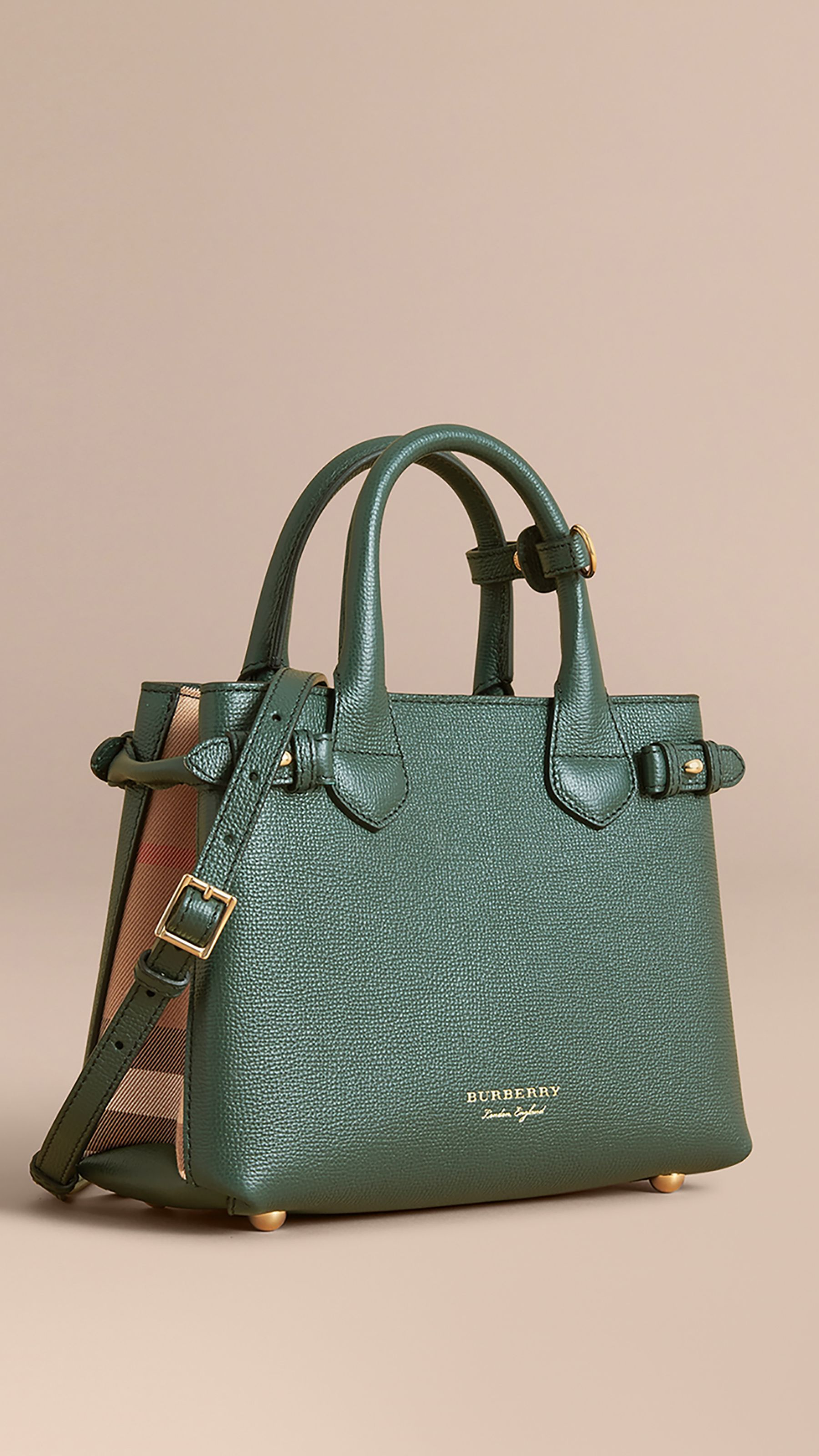703a3a0b6970 Burberry | Pretty Pocketbooks & Snappy Shoes | Burberry, Women, Bags