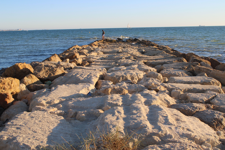 espigón en la playa de fuentebravía en El Puerto de Santa María