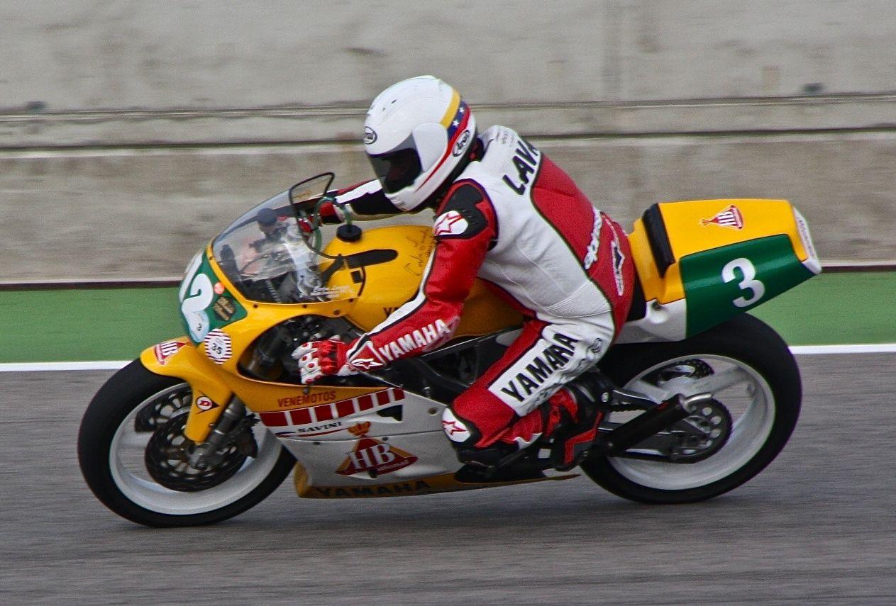 Carlos Lavado Jones nació el 25 de mayo de 1956 en Caracas (Venezuela) es un piloto de motociclismo que ha ganado dos títulos mundiales en la categoría de 250cc del mundial de velocidad, siendo, con Johnny Cecotto, los dos únicos venezolanos que han conseguido ser campeones mundiales de motociclismo de velocidad.  http://es.wikipedia.org/wiki/Carlos_Lavado  http://www.lapatilla.com/site/2012/09/19/carlos-lavado-retorna-a-la-pista-en-festival-clasico/