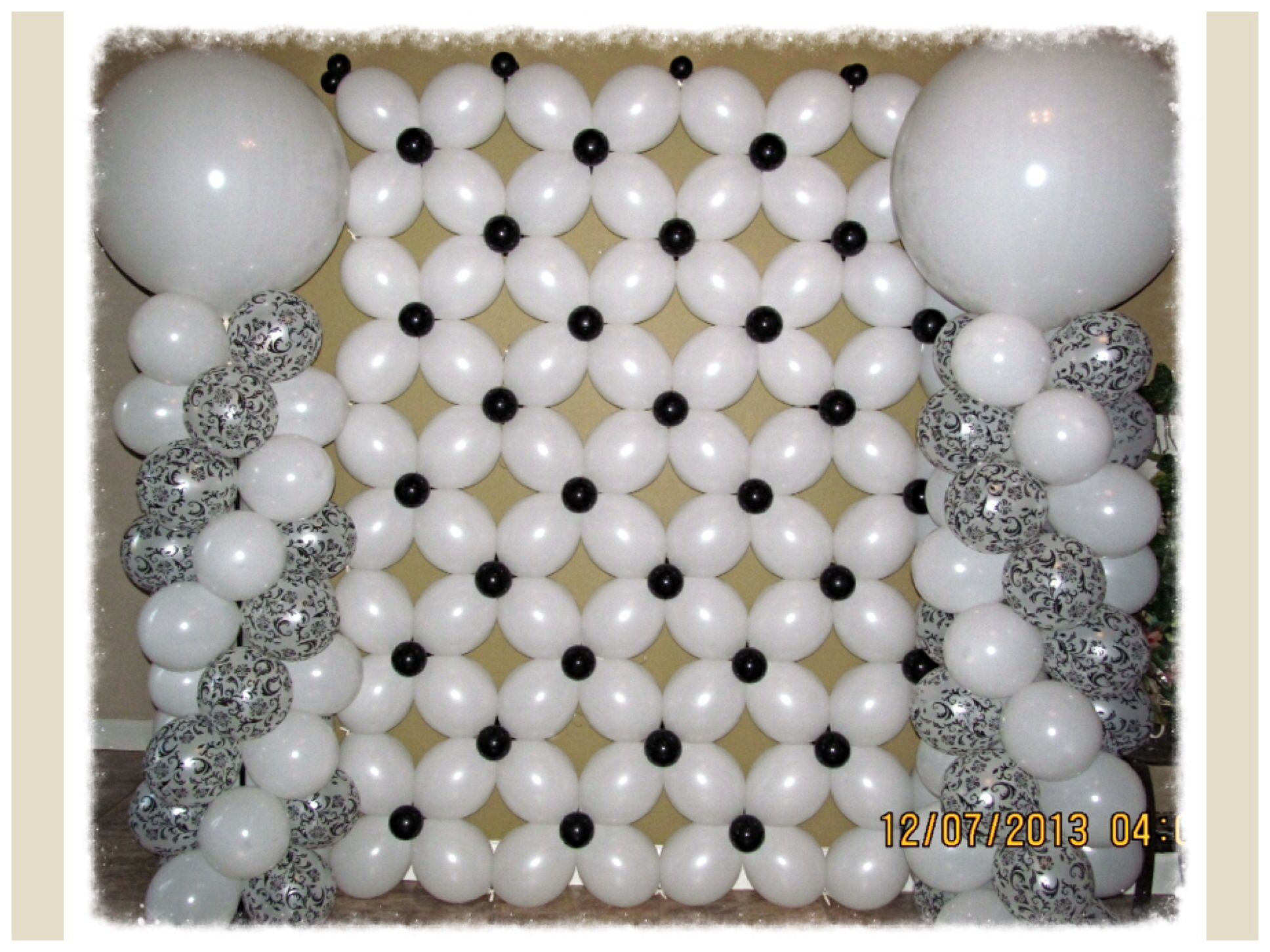 Black and white balloon wall and columns nyc balloon for Balloon decoration on wall