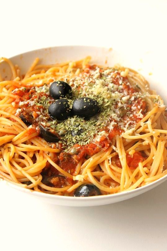 ferdakost.com blog - lots of unusual recipes from many countries - with beautiful photos.  This photo accompanies the recipe for spaghetti alla puttanesca.