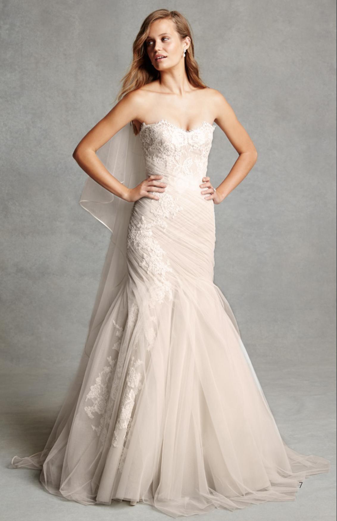 La collection de robes de mariée Bliss Monique Lhuillier est en exclusivité en France chez Metal Flaque à Paris. www.metalflaque.fr Wedding dresses.