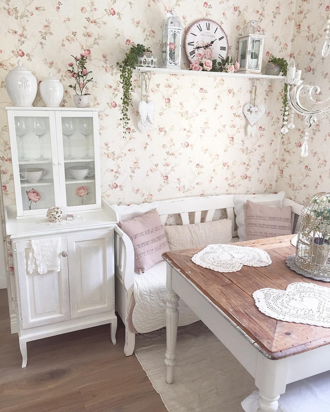 """Photo of Annas Home Sweet Home on Instagram: """"✨Kökshörna✨  I kökssoffan har 2 nya linnefärgade kuddar tagit plats, fyndade för 30:-/st på rean på Jysk😀 Jag har piffat om lite i mitt…"""""""