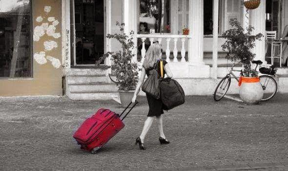 """Σκέψεις: """"αποσκευές"""", Άννυ Τυχαίου"""