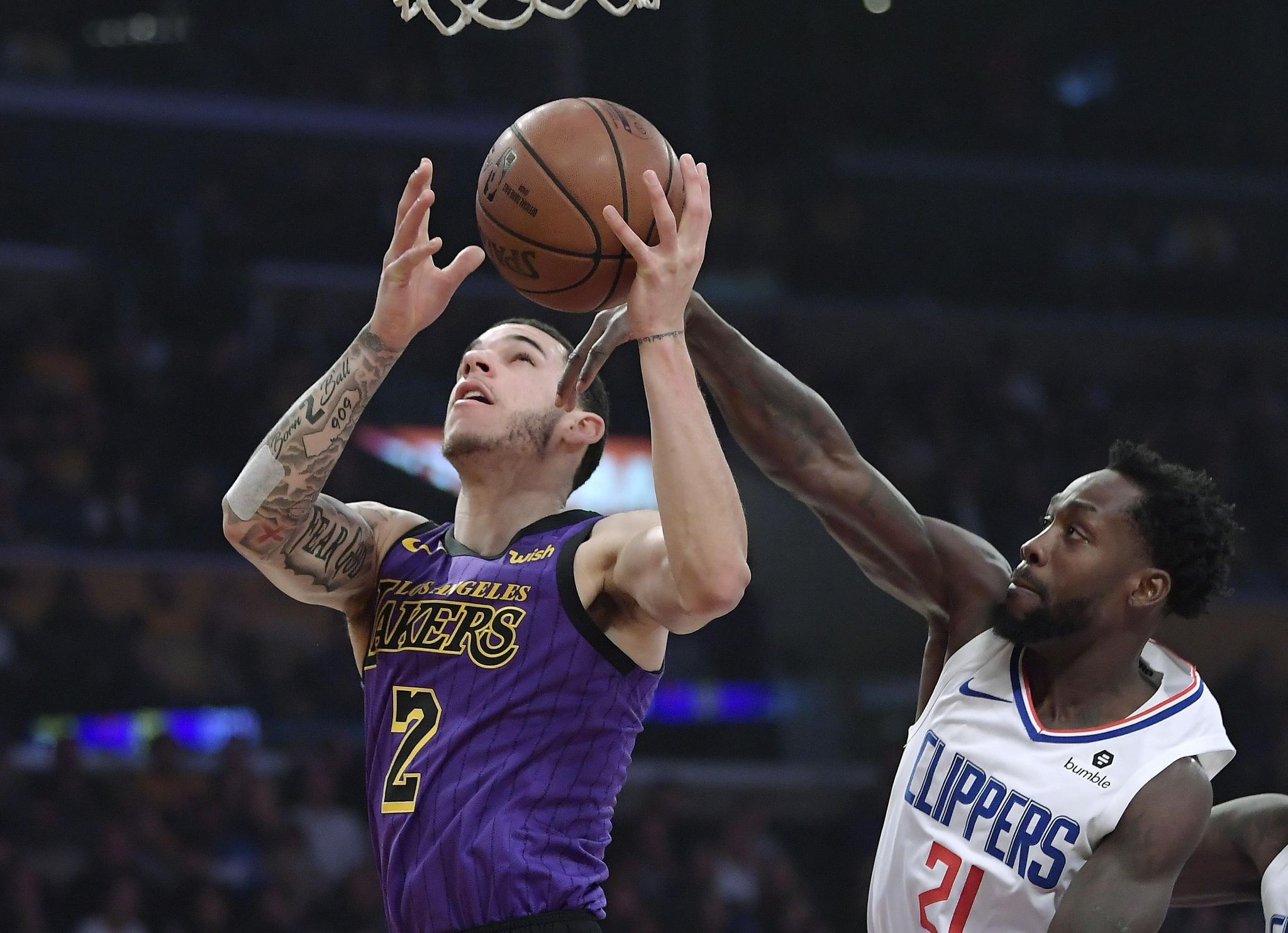 Lou S 36 Send Clips Past Lakers 118 107 In 1st Clash Of Year Lakers Vs Clippers Nba News Lakers Vs