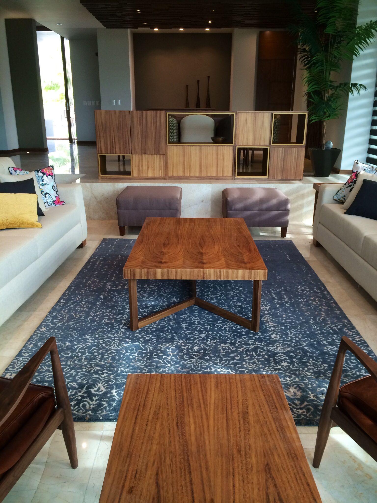 Vista sala y comedor muebles de madera de parota for Muebles de sala comedor