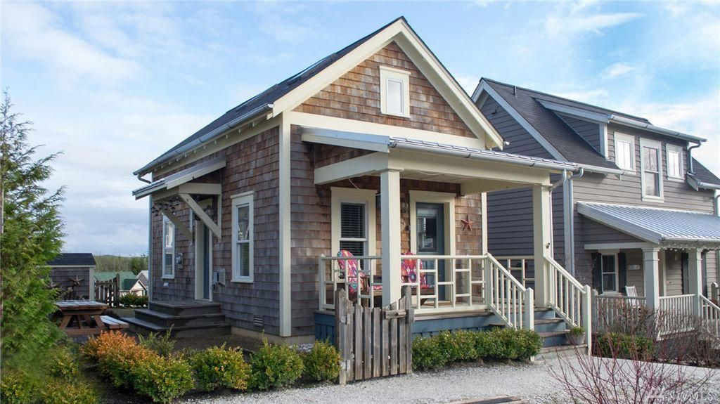 This Tiny Cottage—Named 'Saltwater Candy'—Is So Cute We