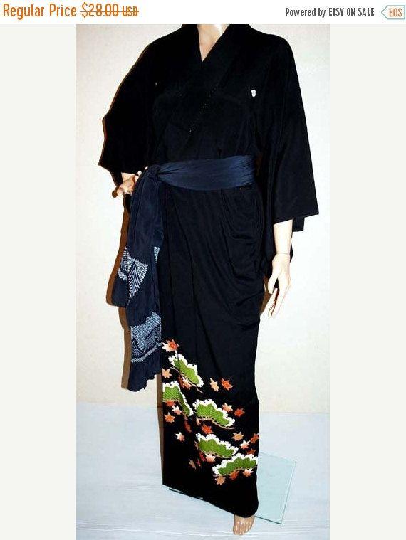 On Sale Japanese Vintage Kimono Black By Kimonofujiyamarock Kimonofujiyamarock Kimonos Vintage Kimono Vintage Japanese Kimono