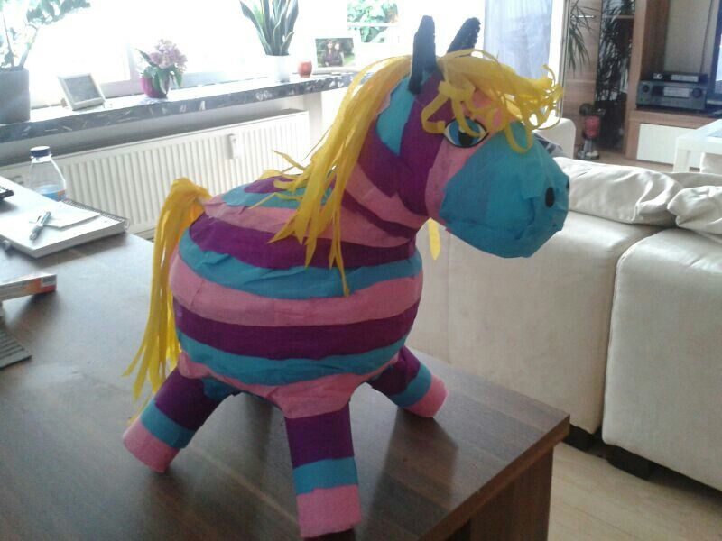 pinata selbst gemacht pony kindergeburtstag pinterest. Black Bedroom Furniture Sets. Home Design Ideas