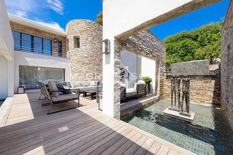 A superb contemporary villa set in the heart of the most