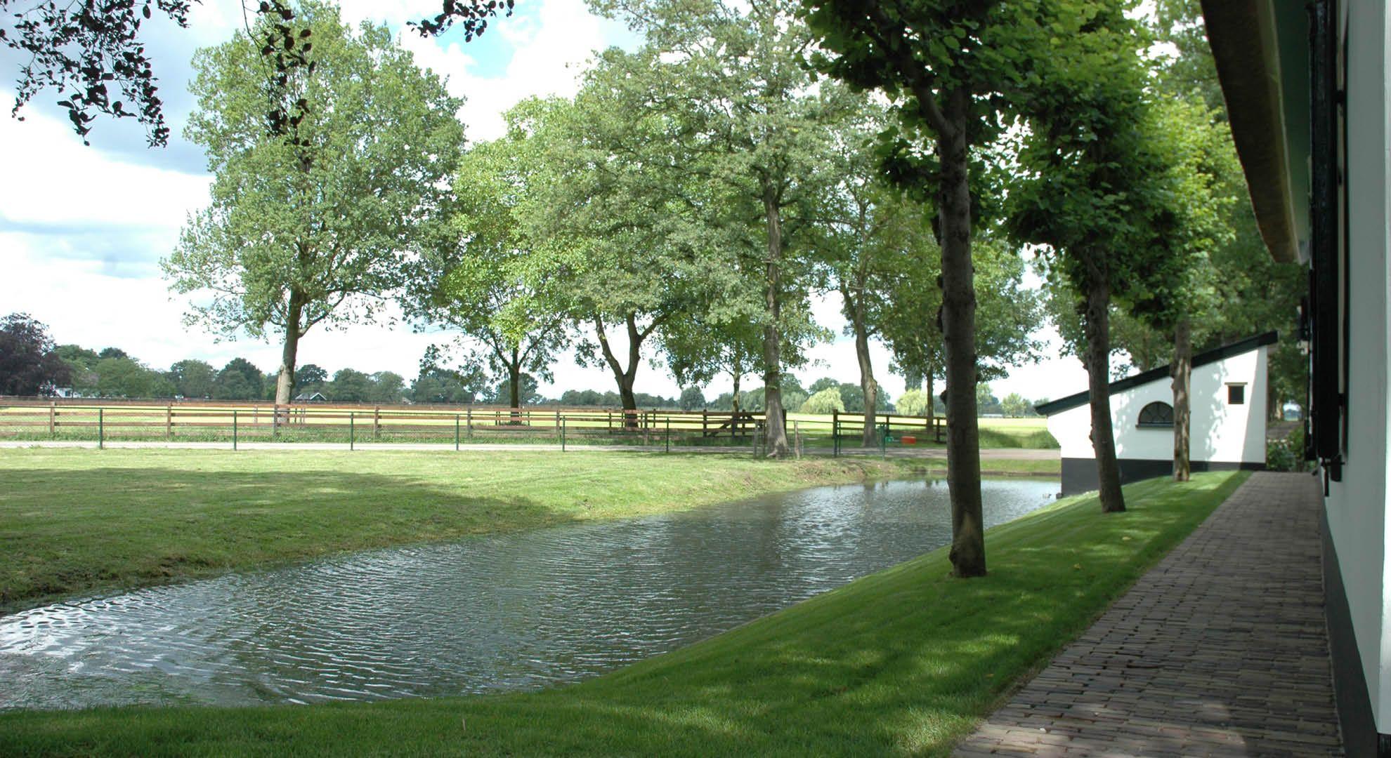 Rodenburg tuinen: boerderijtuin bij een gerenoveerd landgoed. er is