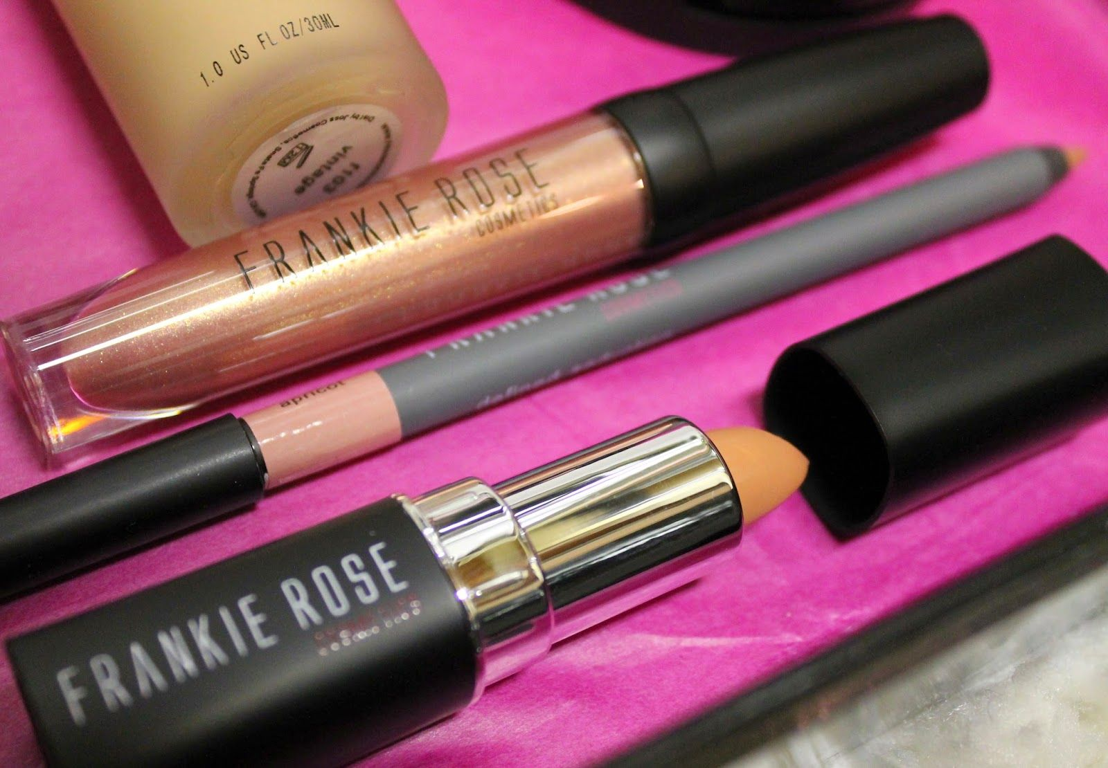 THE GLOSS GUIDE Frankie Rose Cosmetics Peach lips