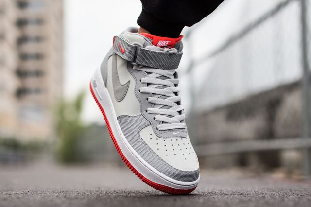 Air Force One Mid 07