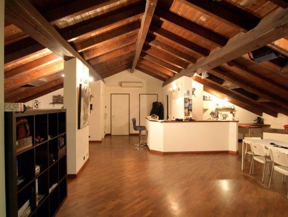 Mansarda Illuminazione mansarda, Mansarda, Design di interni
