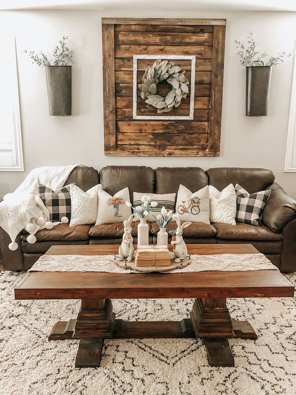 31 Inspiring Rustic Farmhouse Living Room Decor Ideas In 2020 Farmhouse Living Room Furniture