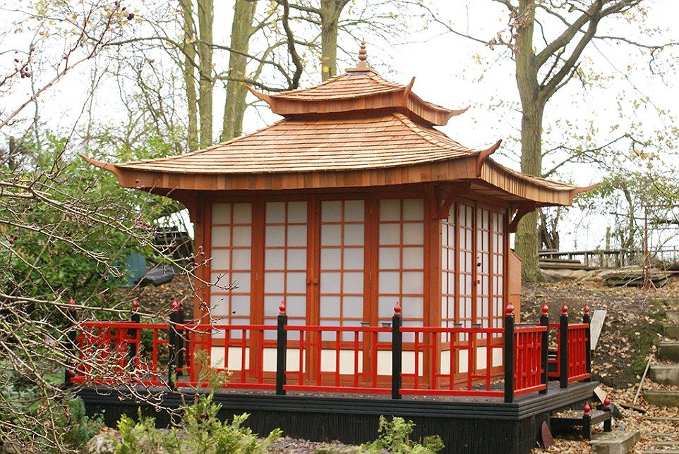 Grandfather turns garden into oriental haven with japanese for Japanese garden shed