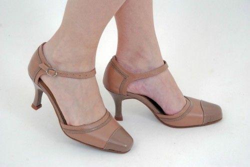 73b55ab0f Loja virtual especializada em calçados femininos adultos de numeração  especial pequena. Trabalhamos com numerações 30