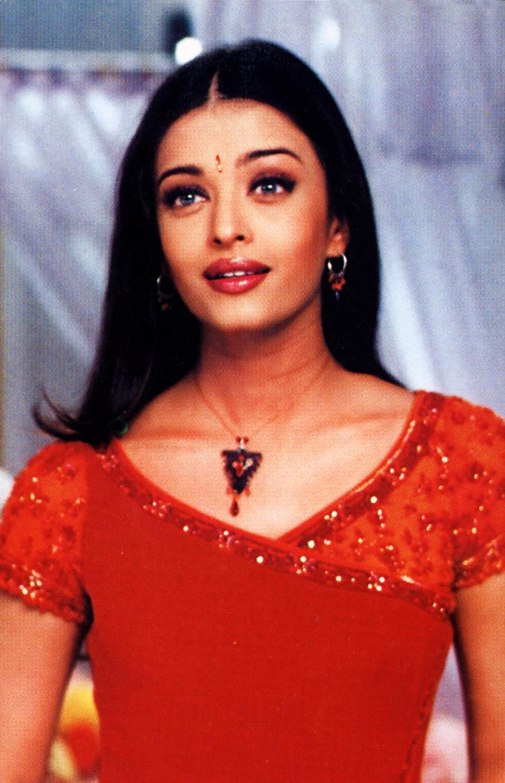 Aishwarya Rai Bachchan In A Scene From The Movie Dil Ka Rishta Beautiful Bollywood Actress Actress Aishwarya Rai Worlds Beautiful Women