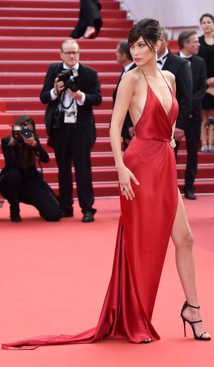 Bella Hadid\'s Racy Gown Splits Opinion At Cannes | Vestiditos, Rojo ...