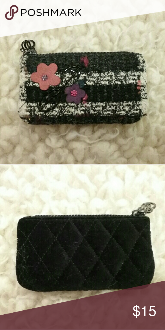 Vera Bradley plaid quilted coin purse Condtion: like brand new Matching bag available ;) Don't know the original price Make me an offer! Vera Bradley Bags Wallets