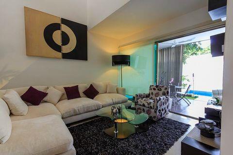 La casa es cuenta de 2 pisos y son 3 recamaras dos ba os for Pisos para cochera
