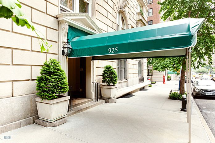 Brown harris stevens luxury residential real estate 925 for Luxury new york city real estate