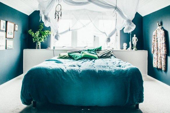 Du bleu canard comme fil conducteur | Bedrooms, Wall colors and Bed room