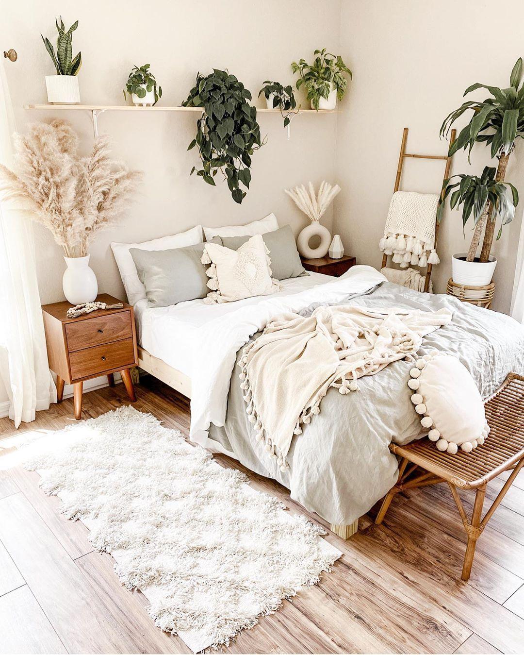 Pretty Bedroom Looking Prettier With All The Plants In It Rachelkathleen13 Room Inspiration Bedroom Redecorate Bedroom Bedroom Interior
