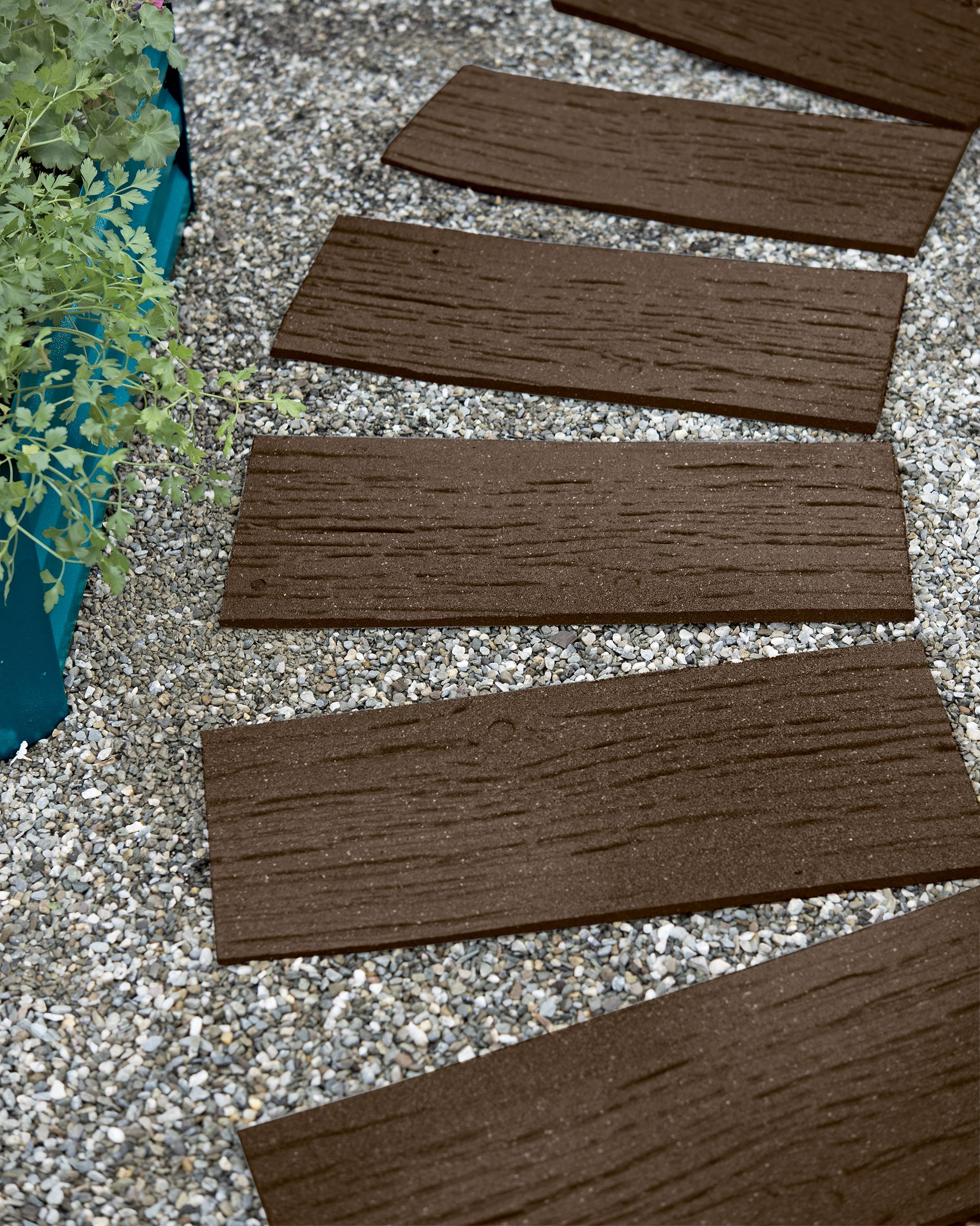 Recycled Rubber Railroad Tie Stepping Stone Gardeners Com In 2020 Pathway Landscaping Stepping Stones Rubber Walkway