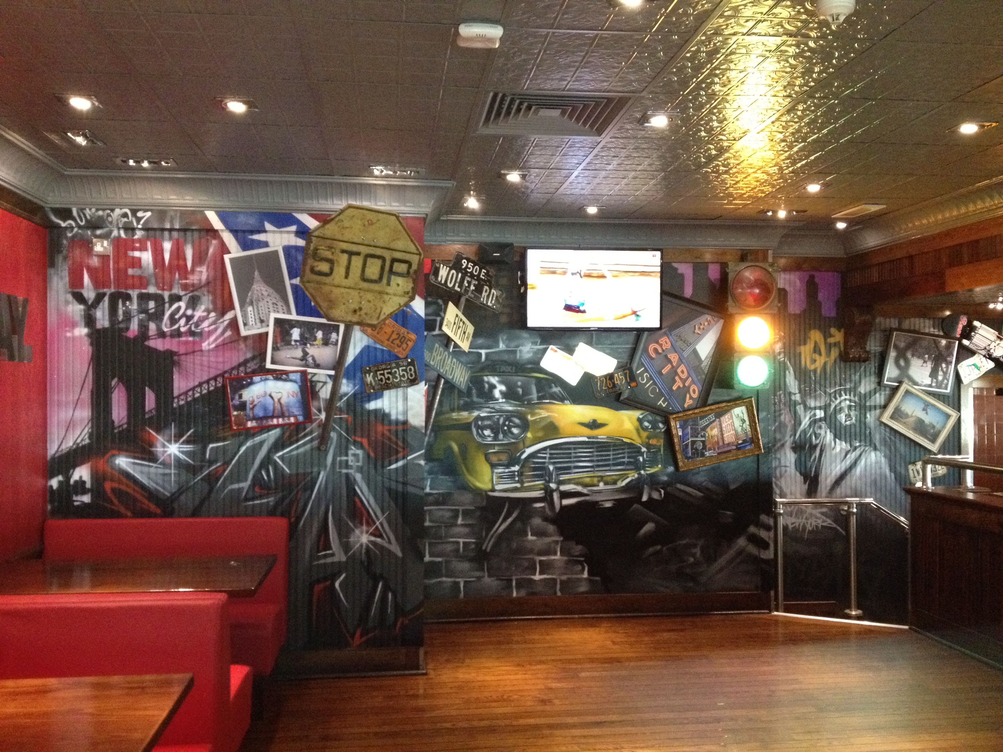 client: tgi fridays restaurant / interior graffiti graffiti art