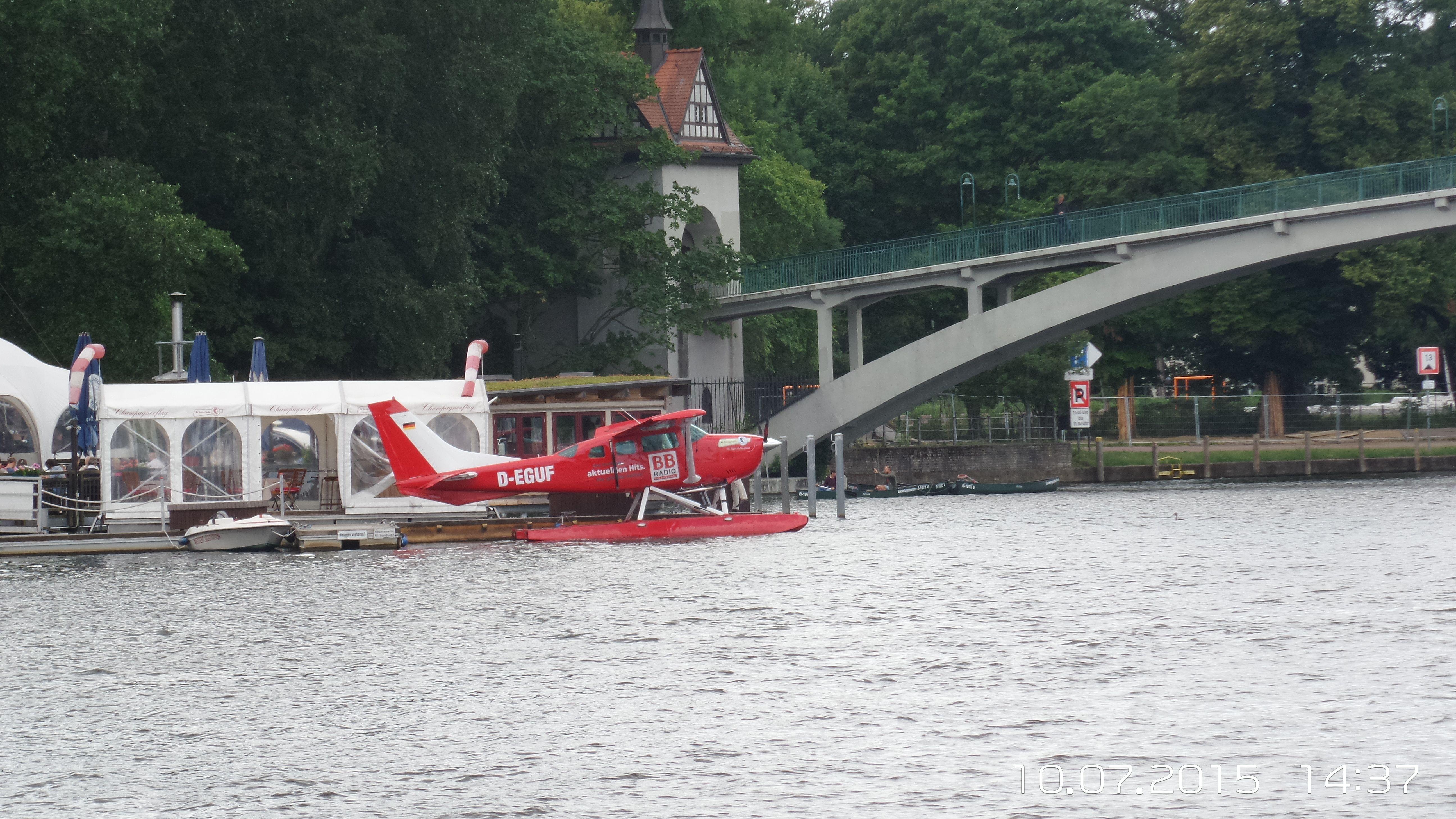Wasserflugzeug auf der Spree