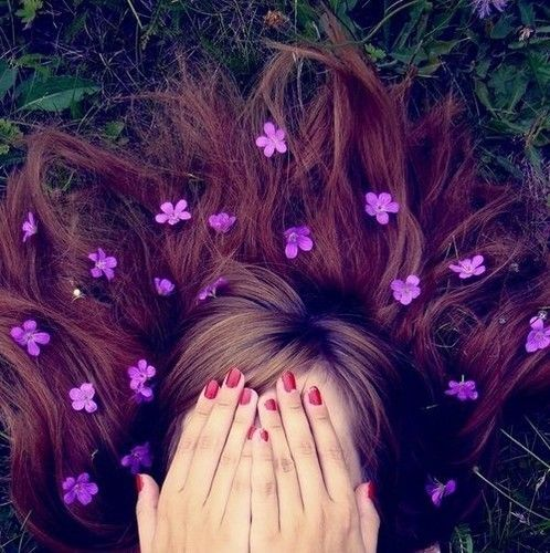 @Nina Donkin - photoshoot idea, with lots of litle violets or daisies? :)