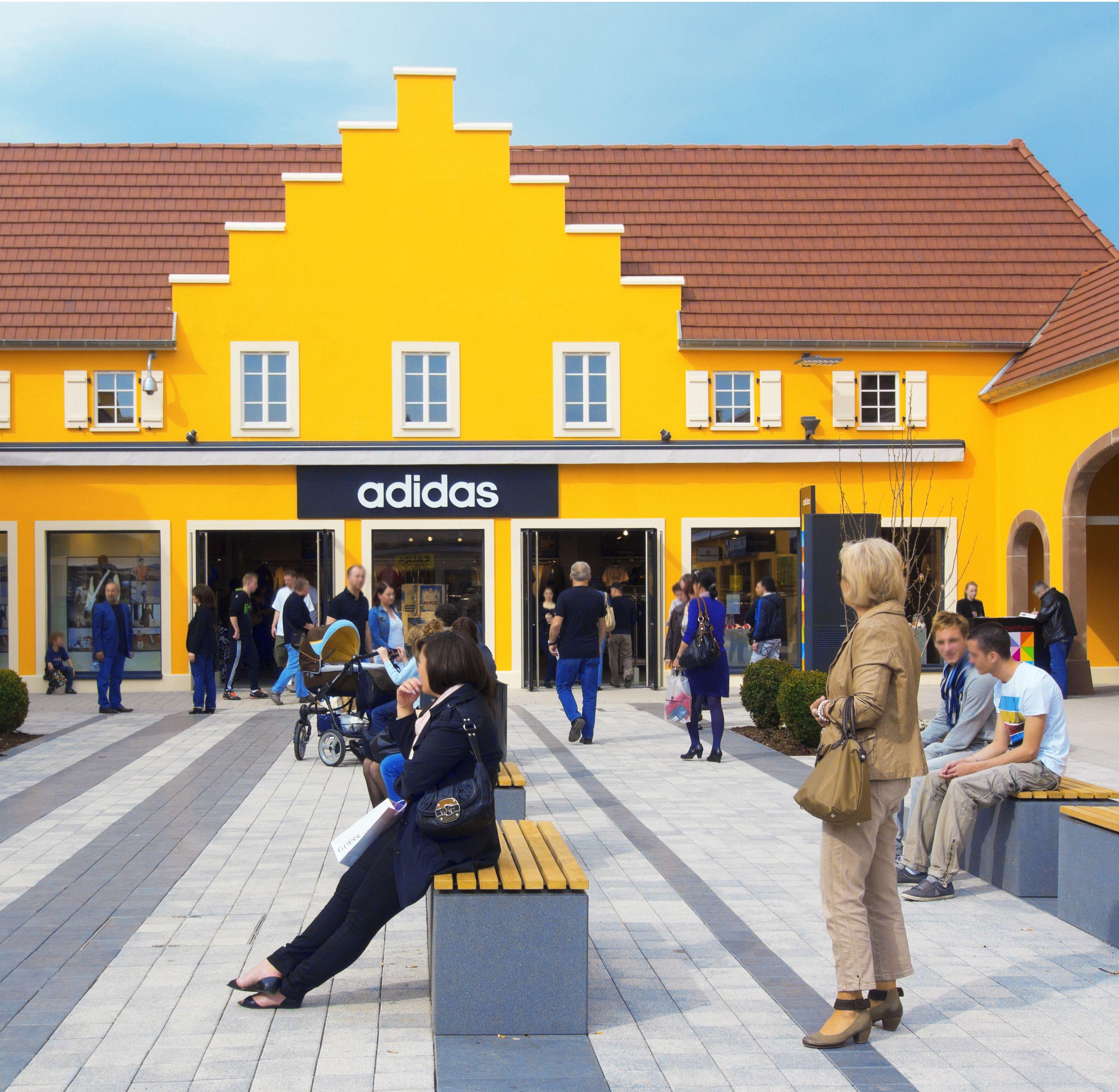 Auch Ein Riesiger Adidas Store Im Style Outlets Roppenheim Bodensee Urlaub Schwarzwald Bodensee