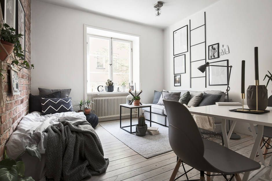 Tiny studio apartment with an exposed brick wall - FLOORPLAN