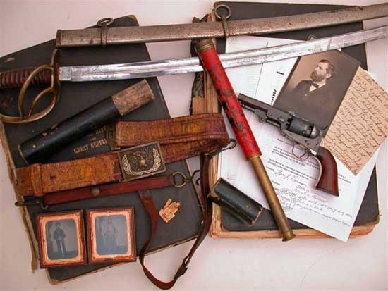 ANTIQUE CIVIL WAR ARTIFACTS - WONDERFUL GROUPING OF A TROOPER FROM THE 3RD IOWA CAVALRY.