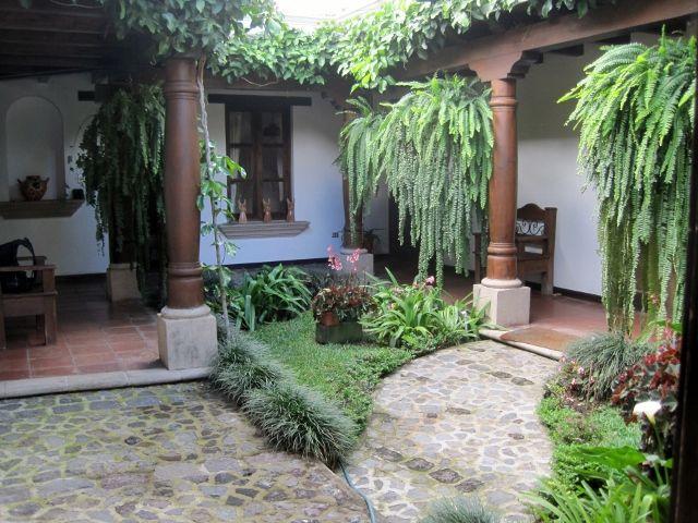 Gravileas 11 corredores y patios coloniales en 2019 for Decoracion de casas antiguas