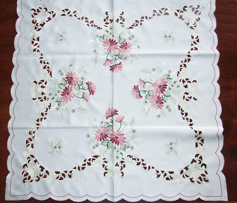 Mantel bordado margaritas silvestres 85x85 bordados y - Manteles de mesa bordados ...