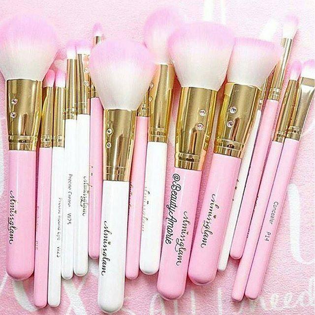 Estas son las brochas que necesitamos :heartpulse::heartpulse::heartpulse: #pinklia #maquillaje #makeupblogger #belleza #makeup #instamakeup #cosmetic #brush #brushes #brochas #makeupaddict #girls #pink #girl