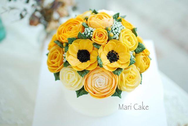 The Spring..Yellow...flowerpot cake #flowercake #maricake #flower #cake #class #buttercreamrose #buttercreamflower #buttercream #buttercreamcake #rose #ranunculus #spring #yellow #CakeLoveOnTheCakeBlog #foodstagram #flowerstagram #koreanbuttercream #koreanbuttercreamcake #koreanbuttercreamclass #koreanbuttercreamflowers #pastry #pastries #baking #bakery #patisserie #pastrychef #boulangerie #baker #instacake #cakestagram