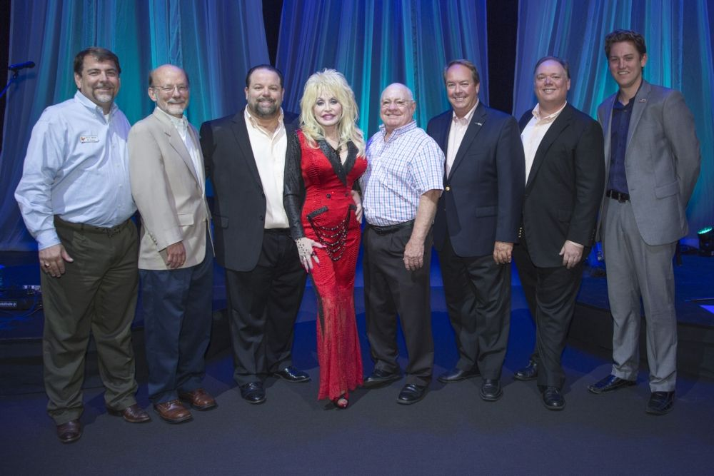 Dolly parton raises over 500000 for the imagination