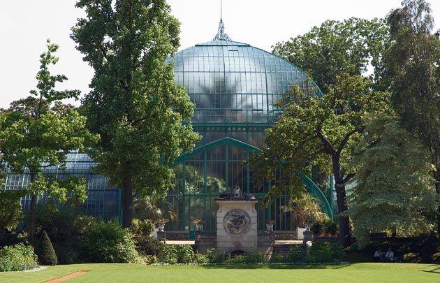 The Jardin des serres d\'Auteuil in the Bois de Boulogne is one of ...