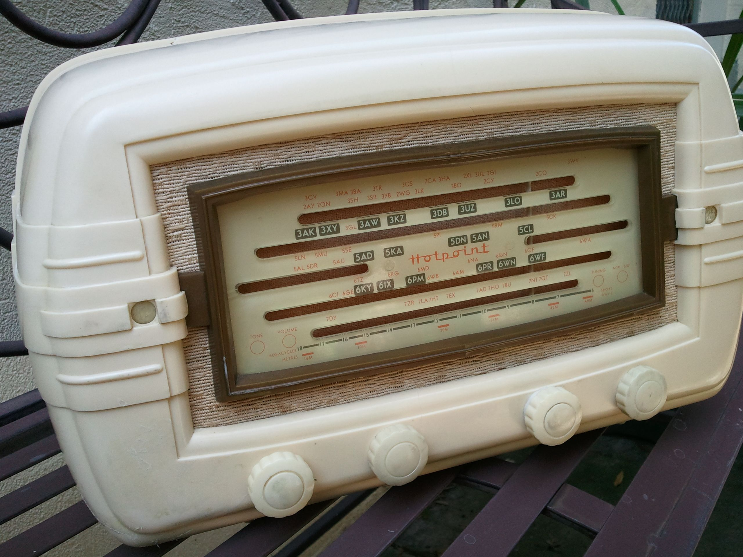 Hotpoint Model M65DE: This radio was manufactured by Australian General Electric, Sydney in 1952. It has both BC and SW Wave bands and has 5 Tubes: 6BE6 6BA6 6AV6 6AQ5 6X4. The model's casing seems to be subject to warping/cracking from age and stresses placed on it. This particular radio has a few cracks and missing bits filled with epoxy resin painted cream. Surprisingly, its knobs are still intact. The chassis is in good condition and the radio really performs well!
