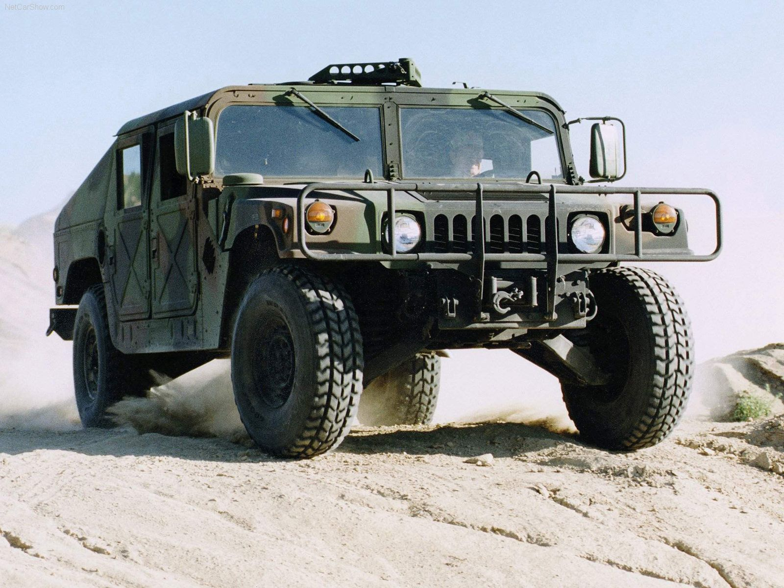 The perfect off road automobile 2003 hummer humvee military vehicle