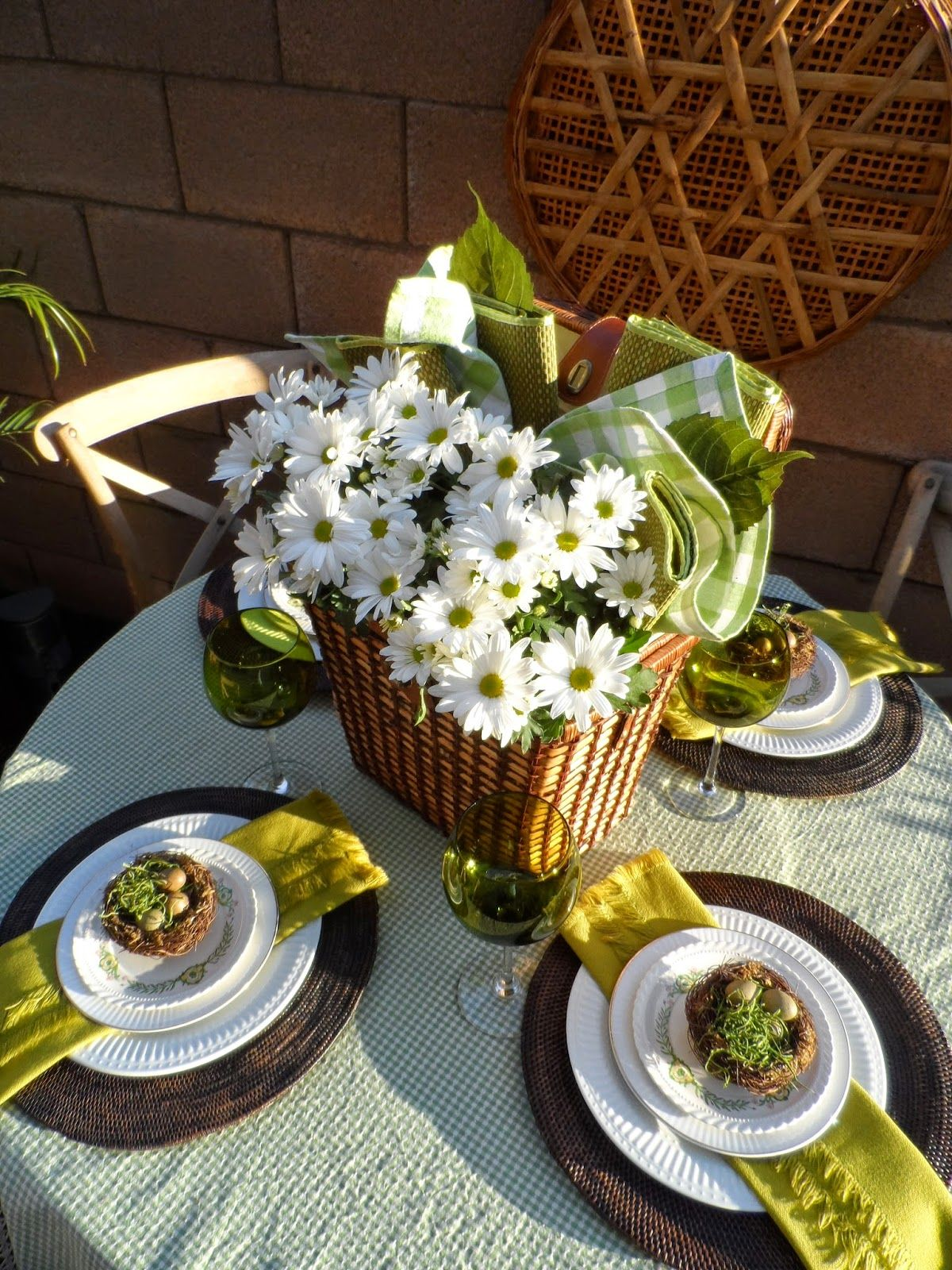 How To Make A Spring Picnic Basket Centerpiece Centerpieces Basket Dining