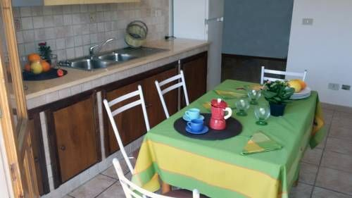Apartment Loreto Altavilla Milicia Set 19 km from Palermo and 41 km from Cefal?, Apartment Loreto offers pet-friendly accommodation in Altavilla Milicia. The air-conditioned unit is 28 km from Cerda. Free WiFi is available throughout the property.